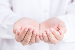 Mão asiática da mulher que mantém algo vazio Fotografia de Stock