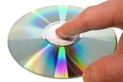 Mão atrativa que guarda o CD, fundo isolado, branco Fotografia de Stock Royalty Free