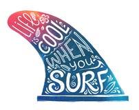 Mão azul e cor-de-rosa única aleta tirada com rotulação do estilo de vida - a vida está fresca quando você surfa Imagem do estilo ilustração do vetor