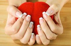 Mão bonita da mulher com tratamento de mãos de france Foto de Stock Royalty Free