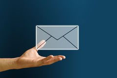 A mão carreg o ícone do correio, conceito do email Imagens de Stock Royalty Free