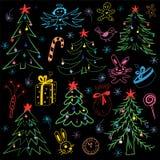 Mão colorida grupo de símbolos engraçado tirado do Natal da garatuja Desenhos das crianças dos abeto, presente, vela, brinquedos, Fotografia de Stock Royalty Free