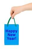 Mão com ano novo feliz de saco de compra fotografia de stock royalty free