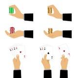 Mão com cartões e microplaquetas de jogo Foto de Stock Royalty Free