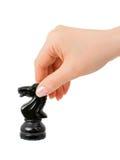 Mão com cavaleiro da xadrez foto de stock royalty free
