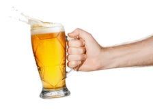Mão com cerveja imagem de stock