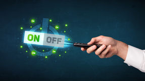 Mão com controlo a distância e -fora em sinais Imagem de Stock
