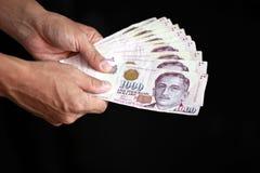 Mão com dinheiro Fotografia de Stock Royalty Free