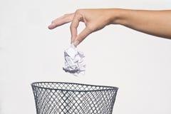 Mão com lixo fotos de stock royalty free