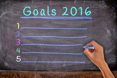 mão com o objetivo 2016 do giz, começando escrever Imagens de Stock Royalty Free