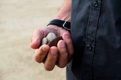 Mão com pedras Fotografia de Stock