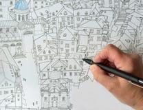 Mão com a pena que tira a cidade velha de Dubrovnik Imagens de Stock