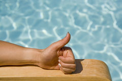 Mão com polegar acima imagem de stock