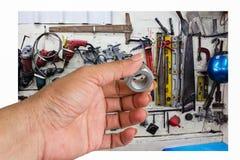 Mão com porcas - e - parafusos Imagem de Stock Royalty Free