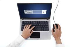 Mão com portátil e texto de WWW fotos de stock
