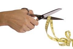 A mão com scissor e fita de medição Fotos de Stock Royalty Free
