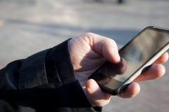 Mão com smartphone Foto de Stock Royalty Free