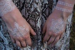 Mão com tatuagem Fotos de Stock Royalty Free
