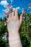 Mão com tatuagem Fotos de Stock