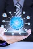 Mão com telefone celular e ícone social da rede Imagem de Stock