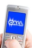 Mão com telefone de pilha Fotografia de Stock