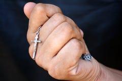 Mão com uma cruz Fotos de Stock