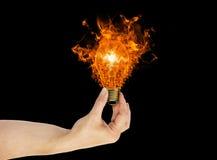 Mão, conceito da energia da ampola da ecologia Imagens de Stock