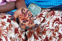 Mão, dólar e henna imagens de stock