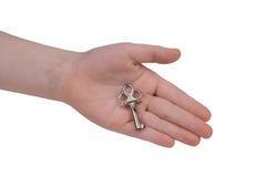 Mão da criança com chave Fotografia de Stock Royalty Free