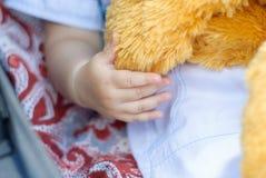 A mão da criança pequena Imagens de Stock