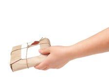 Mão da entrega com pacote Imagens de Stock