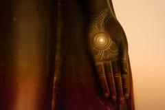 Mão da estátua da Buda em Wat Benchamabophit Buddhism imagens de stock royalty free
