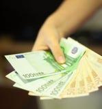 Mão da menina que dá euro do dinheiro Foto de Stock Royalty Free