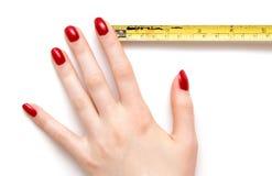 Mão da mulher com régua imagens de stock