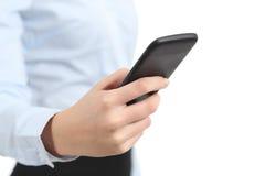 Mão da mulher de negócio que guarda e que usa um telefone esperto Fotografia de Stock