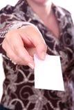 Mão da mulher de negócios com cartão Fotografia de Stock Royalty Free