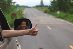 Mão da mulher que faz os polegares-acima Imagem de Stock Royalty Free