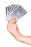 A mão da mulher que guarda cartões de jogo Imagem de Stock Royalty Free