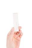 Mão da mulher que guarda um teste de gravidez positivo Imagens de Stock