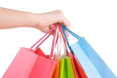 Mão da mulher que prende diversos sacos de compra Imagens de Stock