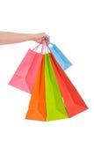 Mão da mulher que prende diversos sacos de compra Imagem de Stock