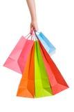 Mão da mulher que prende diversos sacos de compra Imagem de Stock Royalty Free