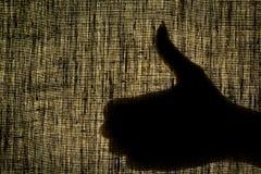 A mão da sombra mostra o gesto bem, como um gesto em um gasto Imagem de Stock Royalty Free