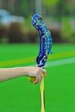 Mão da vara das meninas do Lacrosse fora Fotos de Stock