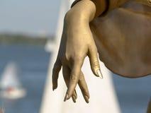 Mão das mulheres elegantes do ouro Foto de Stock Royalty Free