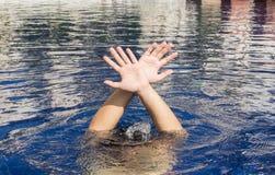 Mão de afogar o homem Foto de Stock Royalty Free