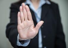 Mão de ondulação da mulher e negação Fotos de Stock Royalty Free