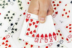 Mão de pôquer de cartões de jogo no fundo dos cartões Imagens de Stock