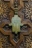 A mão do amuleto de Fatima ou de Hamsa ou Miriams entregam a mão de Miriam Amuleto popular durante todo o Médio Oriente e norte fotos de stock