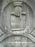 mão do detalhe da lápide do 19o século em repouso Foto de Stock Royalty Free